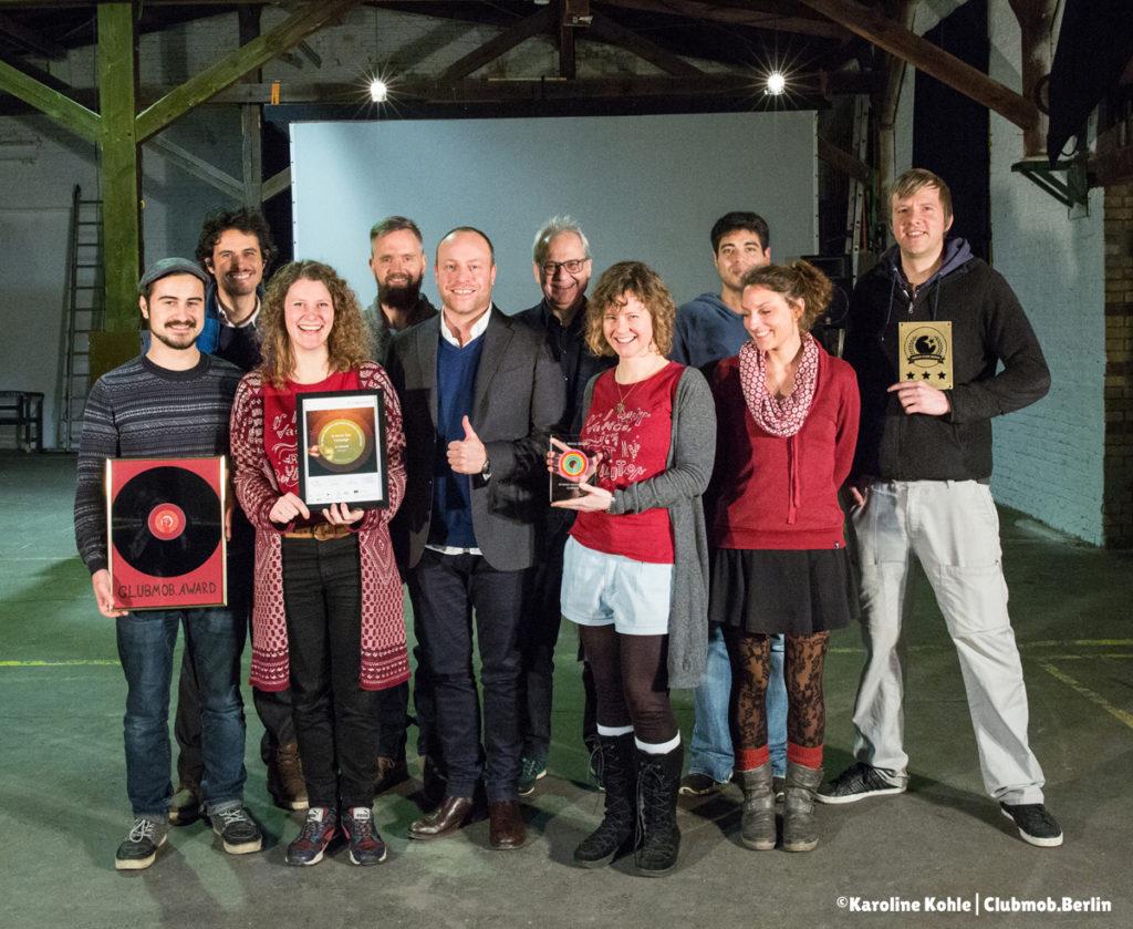 """Featured image for """"Aller guter Dinge sind drei! Dreifache Award-Verleihung im Zentrum für Kunst und Urbanistik!"""""""